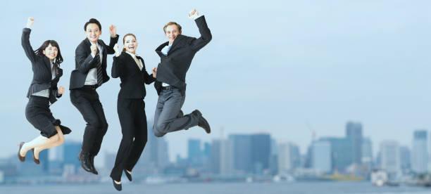 実業家のグループをジャンプします。 ストックフォト