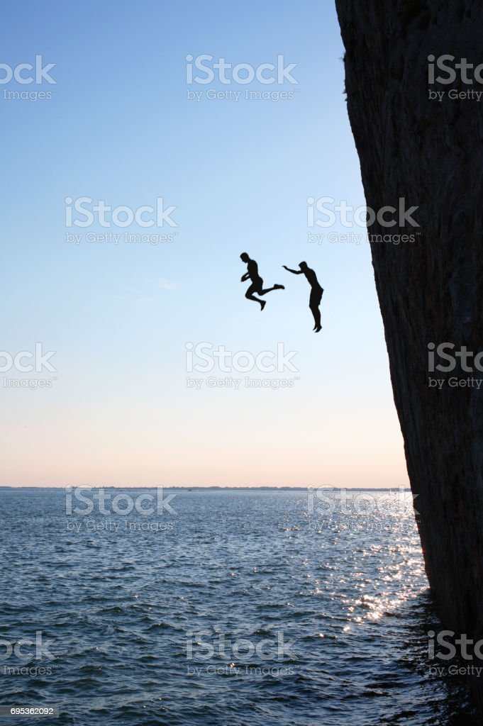 Von der Klippe zu springen – Foto