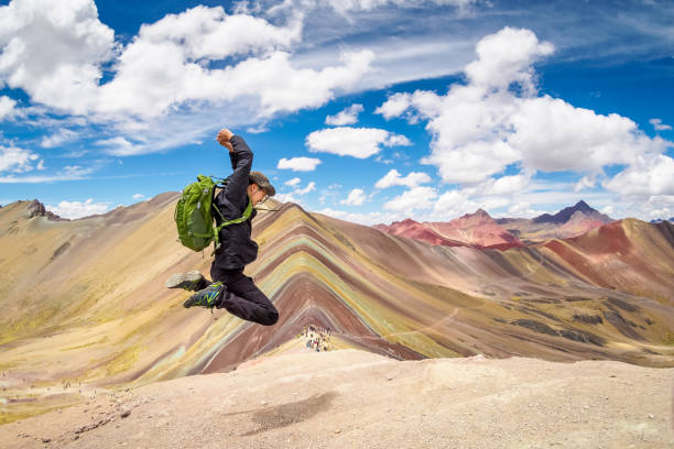 jumping on the summit of rainbow mountain in cusco, peru. - jumping zdjęcia i obrazy z banku zdjęć