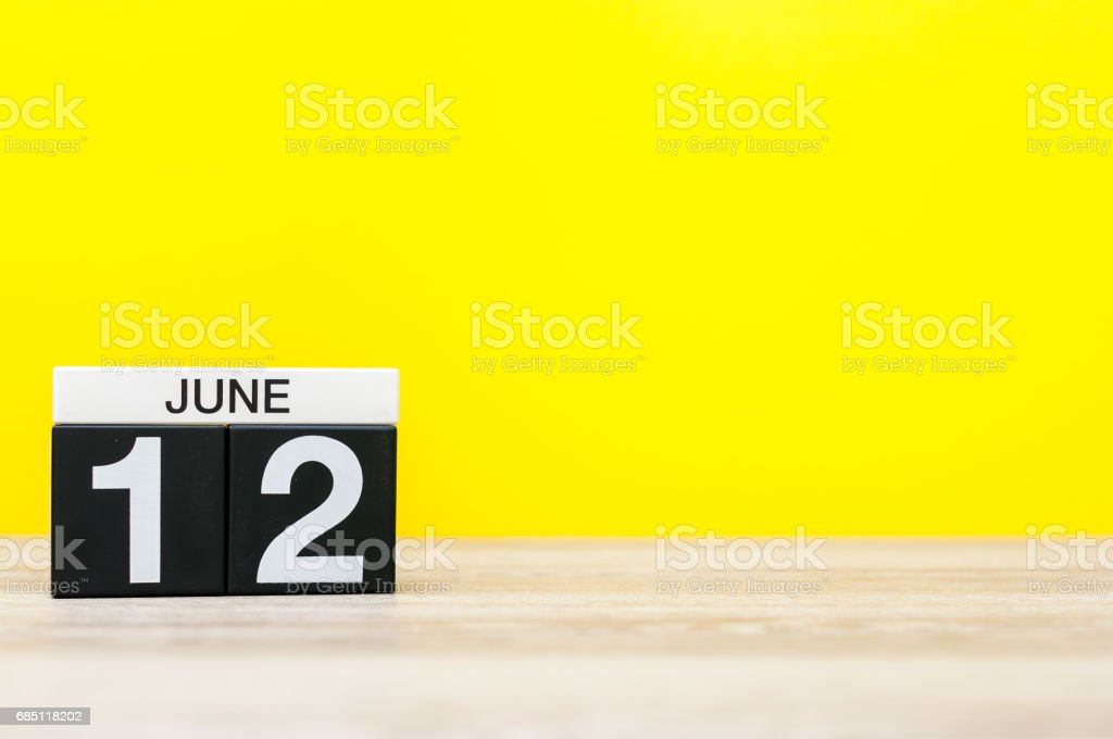 June 12th. Day 12 of month, calendar on yellow background. Summer day. Empty space for text - foto de acervo