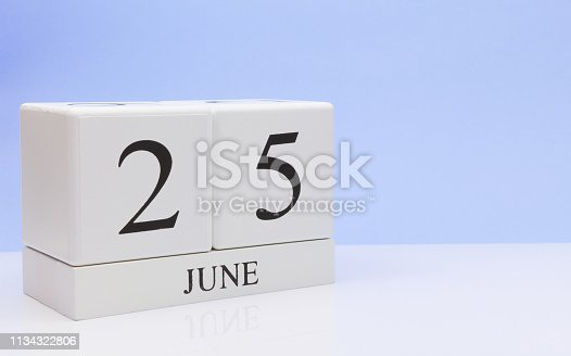 istock June 25st. Day 25 of month, daily calendar on white table with reflection, with light blue background. Summer time, empty space for text 1134322806