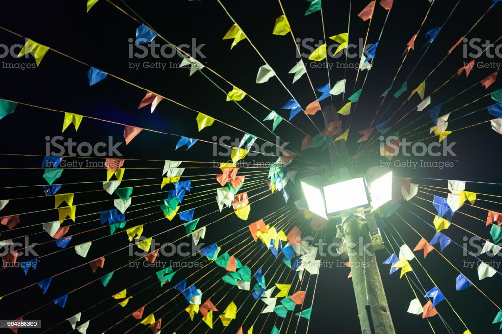 Decoração de festa junina à noite (Festa Junina) - foto de acervo