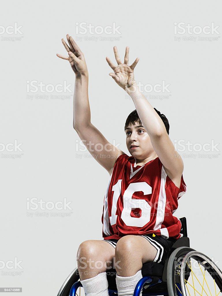 Junior de ruedas jugador de baloncesto - foto de stock