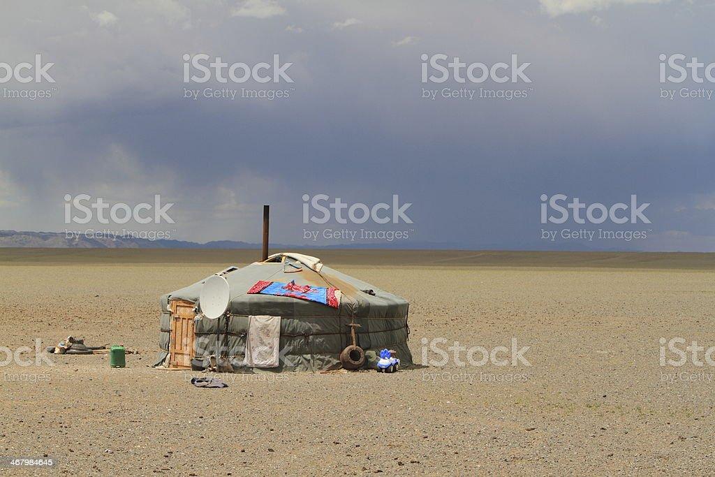 Jurten und Zeltcamps in der mongolischen Steppe stock photo