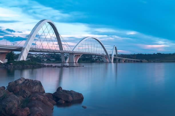 juscelino kubitschek bridge in brasilia, brazil. - бразилия стоковые фото и изображения