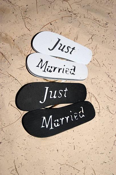 just married - flitterwochen flip flops stock-fotos und bilder