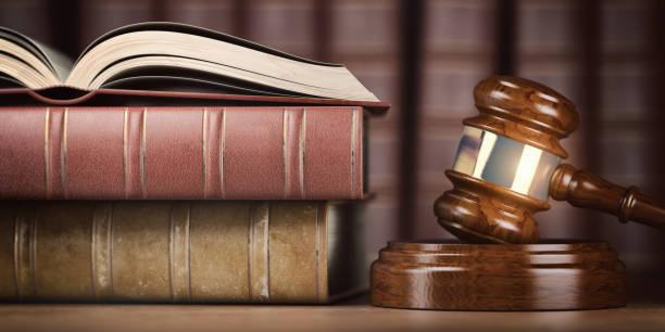 justice, droit et concept juridique. juge marteau et livres de droit. - marque déposée photos et images de collection