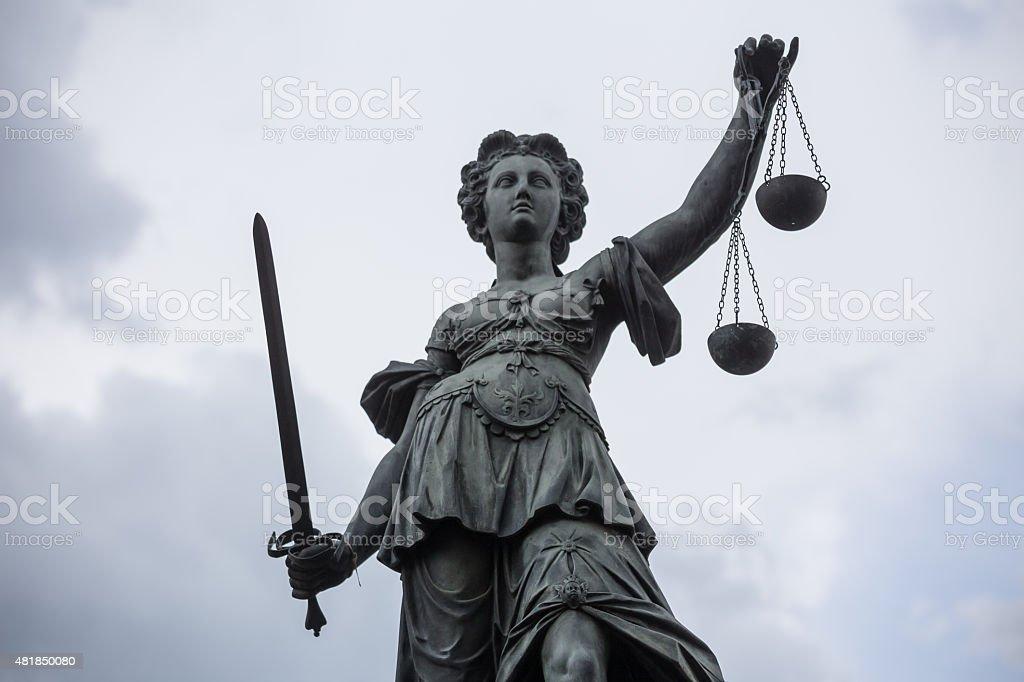 justizia statue an der Römer in frankfurt am Main, Deutschland – Foto