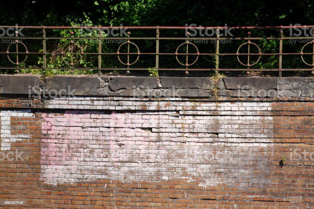 Kai, alte Kaimauer aus Backsteinen , Geländer stock photo