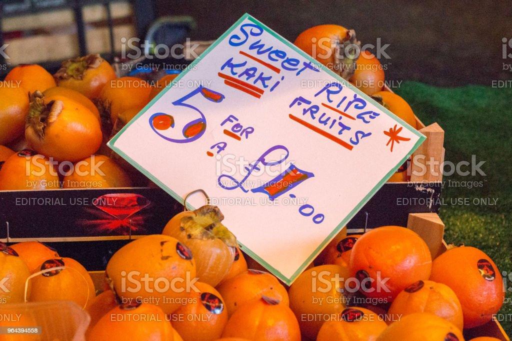 Frutas caqui no Borough Market, Londres - Foto de stock de Borough Market royalty-free