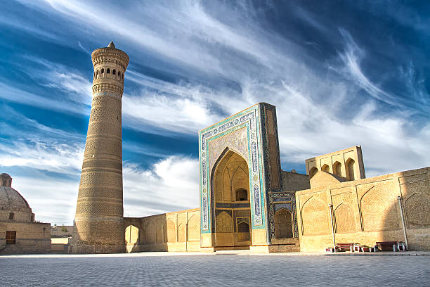 kalyan minaret and mosque, bukhara, uzbekistan - oezbekistan stockfoto's en -beelden