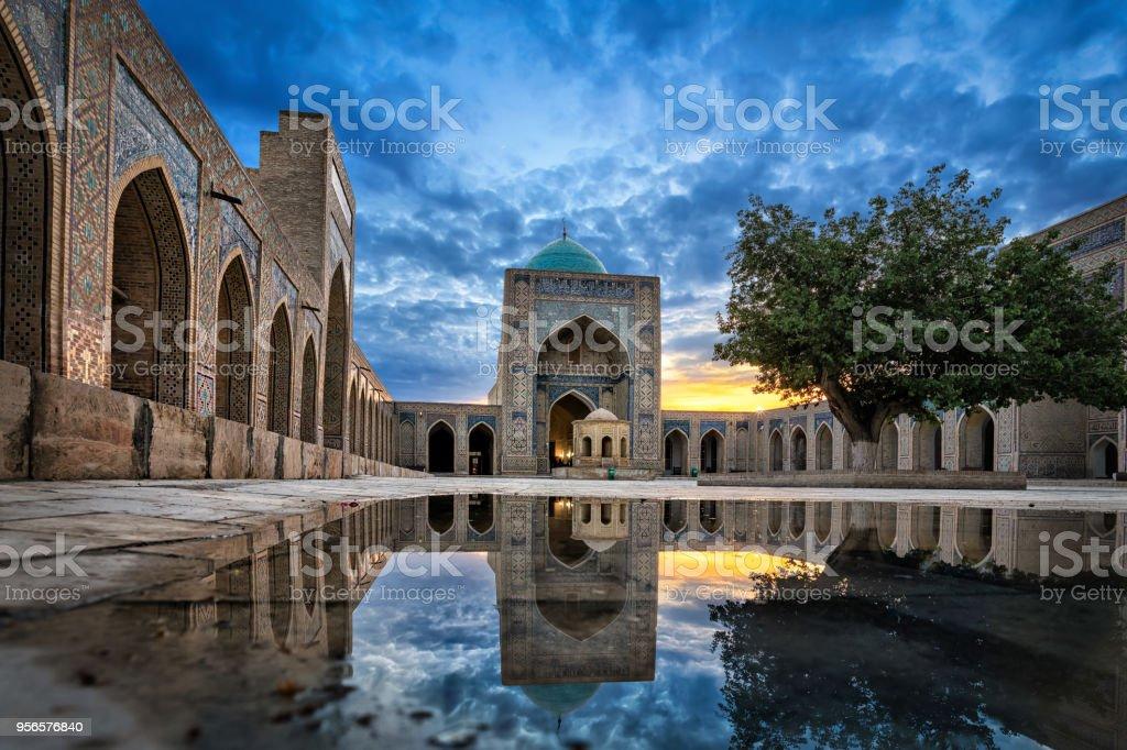 Kalyan Moschee in der Abenddämmerung in Buchara, Usbekistan – Foto