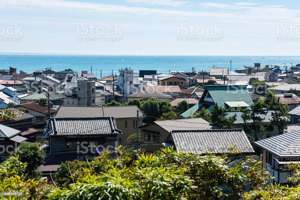 Kamakura rooftops and Sagami Bay in Japan Lizenzfreies stock-foto