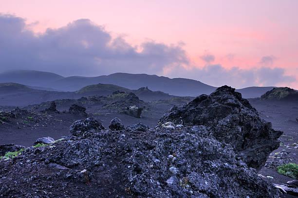 Kamchatka paisagem com Azul crepúsculo - foto de acervo