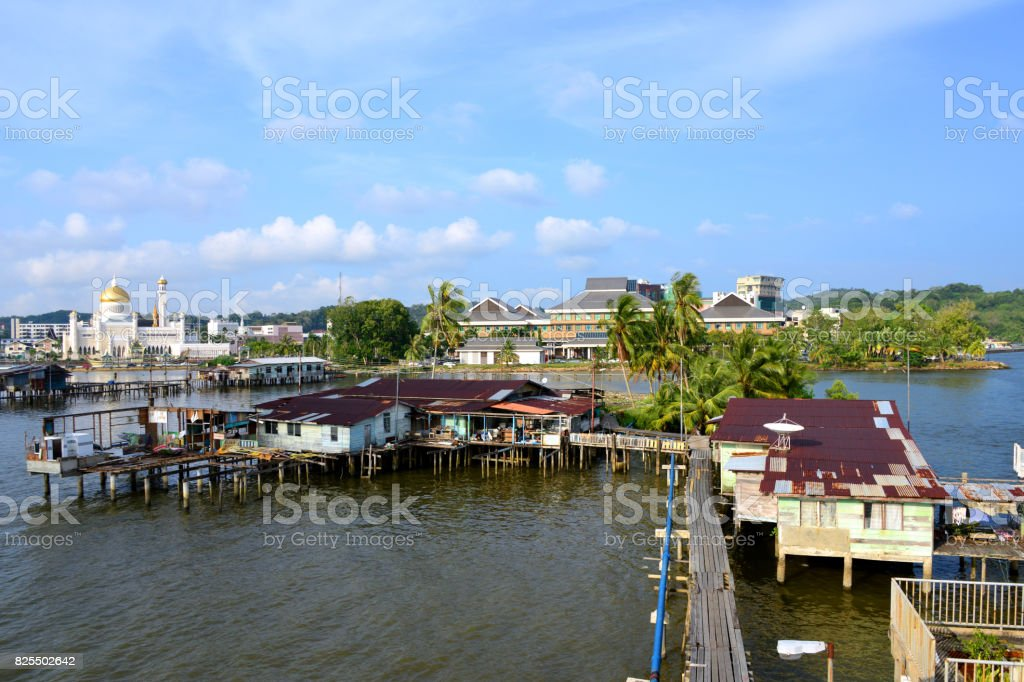 Kampong Pemacha water village and Omar Ali Saifuddien mosque, Bandar Seri Begawan, Brunei stock photo