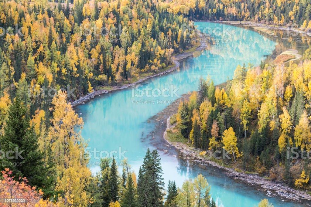 Kanas Herbstlandschaft des charmanten Mondbucht – Foto