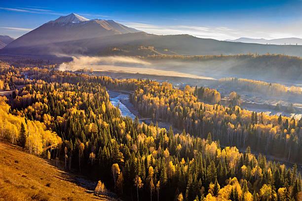 kanas hemu villiage in the morning, xinjiang, china - państwowy rezerwat przyrody altay zdjęcia i obrazy z banku zdjęć