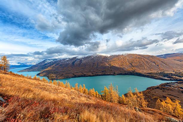 kanas lake view ,  xinjiang, china - państwowy rezerwat przyrody altay zdjęcia i obrazy z banku zdjęć