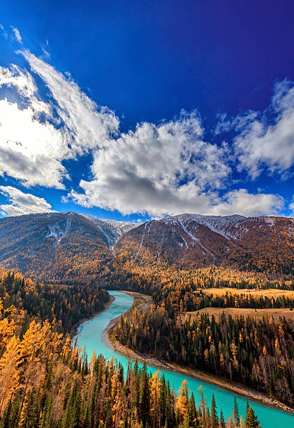 kanas river view ,  xinjiang, china - państwowy rezerwat przyrody altay zdjęcia i obrazy z banku zdjęć