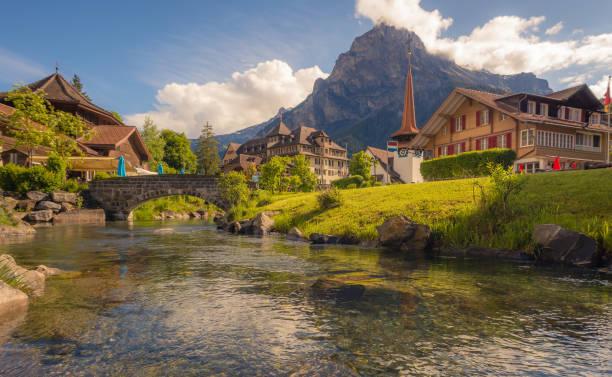 kandersteg dorf im berner oberland, schweiz - hotel bern stock-fotos und bilder