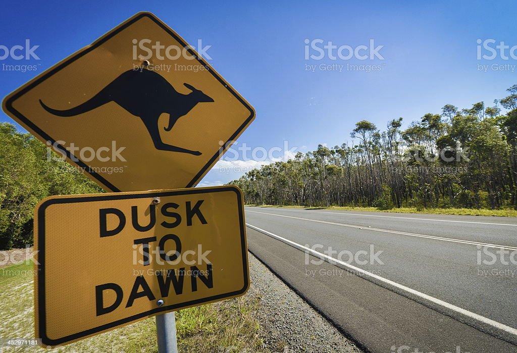 Känguru-Schild neben dem highway, Australien – Foto