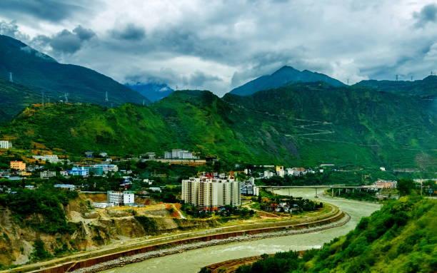 batı sichuan, çin 'de kangding dağ şehri, - ganzi tibet özerk bölgesi stok fotoğraflar ve resimler