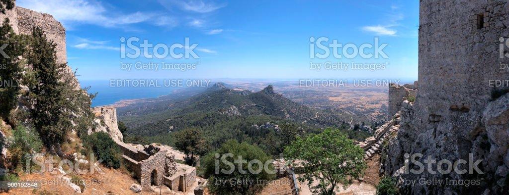 Kantara slott - Karpasia i den turkiska republiken på norra Cypern - Royaltyfri Cypern Bildbanksbilder