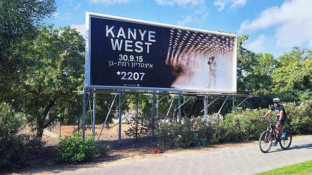 kanye west concert billboard em israel - kanye west - fotografias e filmes do acervo