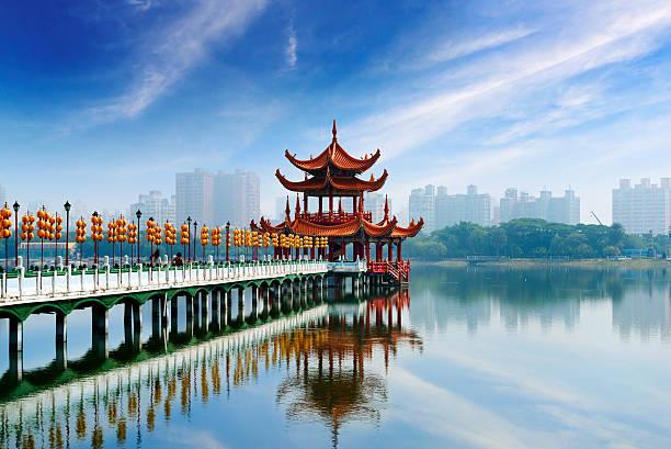 kaohsiung berühmten sehenswürdigkeiten - insel taiwan stock-fotos und bilder
