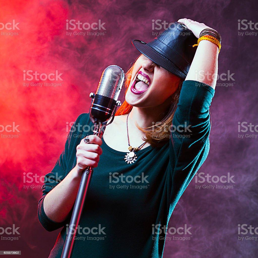 Śpiewak Karaoke zbiór zdjęć royalty-free