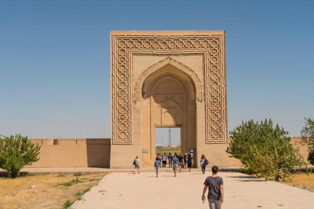 karavan-sarai rabati malik - karavanserai stockfoto's en -beelden