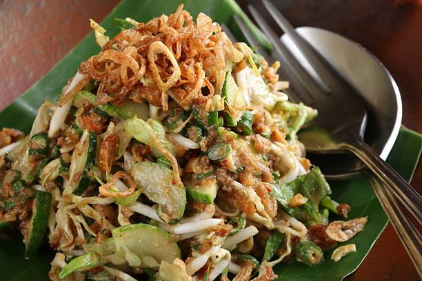 karedok, salad sayuran mentah sunda - karedok potret stok, foto, & gambar bebas royalti