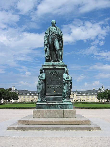 karl friedrich-statue - karlsruhe schloss stock-fotos und bilder