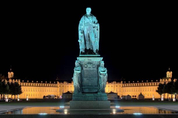 karl friedrich von baden monument in karlsruhe, deutschland - karlsruhe schloss stock-fotos und bilder