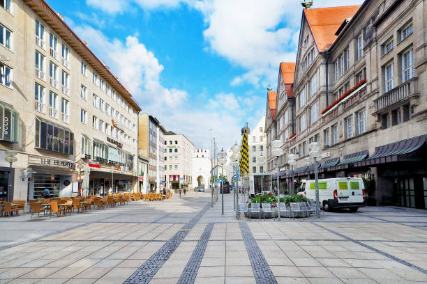 karlplatz område med gammal stil byggnad och med rastplats och café restaurant i munich city germany - munich train station bildbanksfoton och bilder