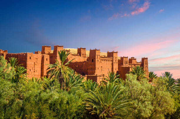 kasbah aït ben haddou i öknen nära atlasbergen, marocko - kasbah bildbanksfoton och bilder