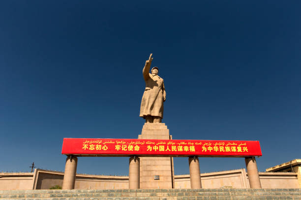 Kashgar Mao statue Kashgar,  China - September 9th, 2018 : Statue of Mao tse Dong at Kashgar. mao tse tung stock pictures, royalty-free photos & images