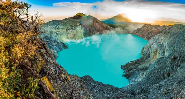 kawah ijen volcano with trees, panorama, beautiful sunrise in java, indonesia - indonezja zdjęcia i obrazy z banku zdjęć