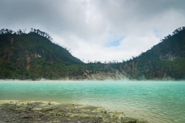 "kawah putih, ""blanco del cráter"" en bandung, java occidental, indonesia. - kawah putih fotografías e imágenes de stock"