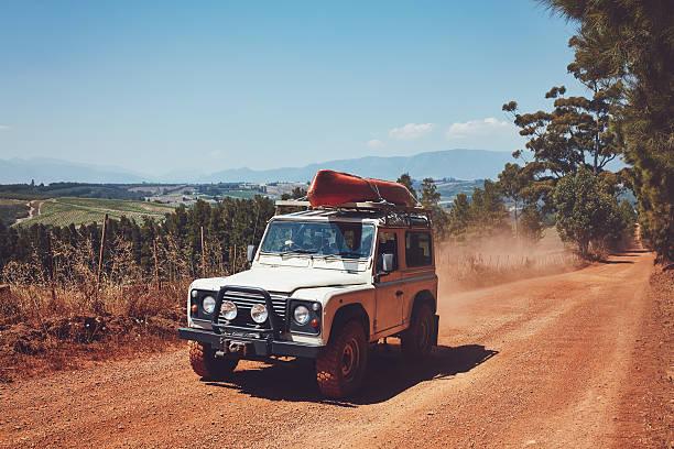 Kayak Laden SUV sur la route de campagne - Photo