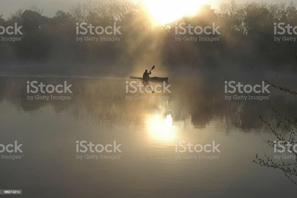 새벽 무렵 Kayaker royalty-free 스톡 사진