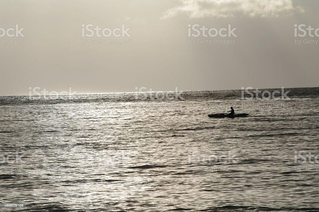 En kayak en las islas Fidji atardecer foto de stock libre de derechos