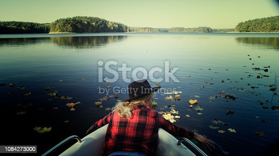 Young woman enjoying kayaking/ Sunny autumn