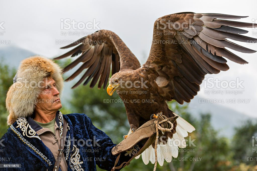 Kazakh eagle hunter - foto stock