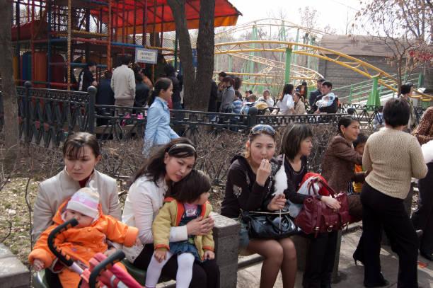 Kasachische Frauen mit Kindern – Foto
