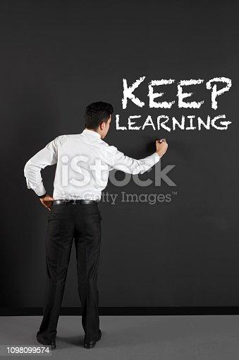 istock Keep learning 1098099574
