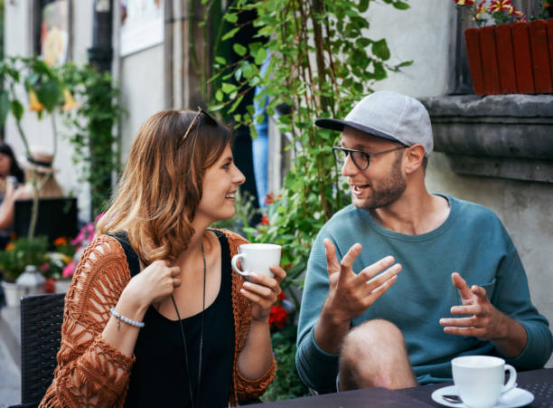 Halten Sie den Kaffee wie das Gespräch fließen – Foto