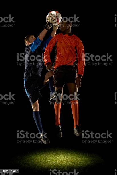 Keeper grabbing ball from players head picture id102069417?b=1&k=6&m=102069417&s=612x612&h= z xdkwrhe55qpy7paa0e5ek2sppj1qsh3aoefhulqc=