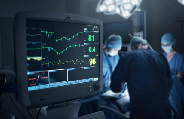 Mantendo um estreita monitor no estado de saúde do doente - foto de acervo