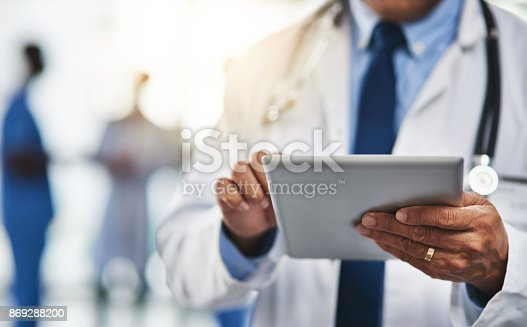 istock Keeping his patient's file close to him with wireless technology 869288200